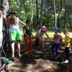 Park linowy w Szkole Podstawowej w Izabelinie